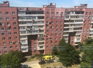 Молодой человек упал с крыши многоэтажки в Ставрополе