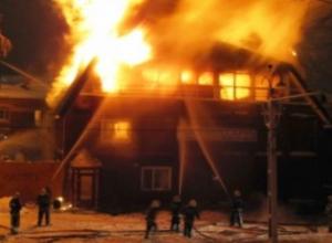 Горящую баню тушили 11 пожарных в Ставрополе
