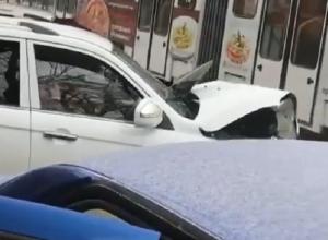 Сразу три автомобиля столкнулись в серьезном ДТП в Пятигорске