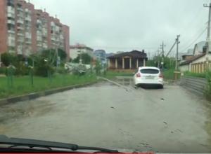 Глубокая река с ямами вместо дороги возмутила водителей Ставрополя