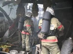 Гараж со стоящим внутри автомобилем полностью сгорел на Ставрополье