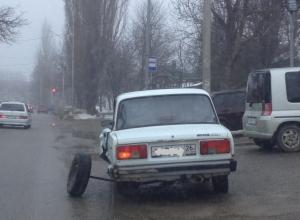 В Ставрополе старые «Жигули» на ходу развалились по частям