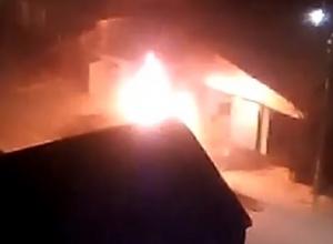 Любитель огня развел большой костер на дороге и взбесил соседей в Кисловодске