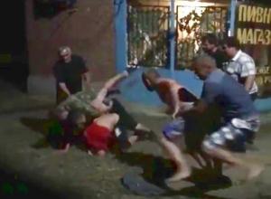 Жестокая ночная драка сельских мужчин на Ставрополье закончилась переломами ребер и черепа и попала на видео
