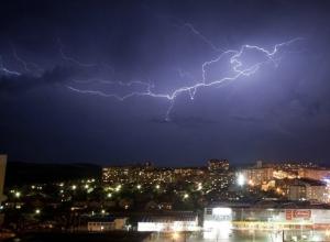 Грозовые ливни с градом и шквалом накроют Ставрополье на два дня