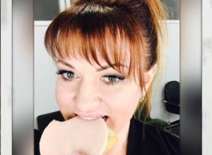 Похудевшая Ольга Картункова из Пятигорска испугала поклонников фото с колбасой в зубах