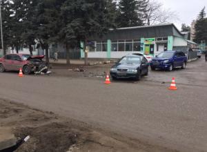 Три иномарки столкнулись в Пятигорске по вине 19-летнего неопытного водителя