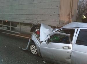 Уснувший водитель «легковушки» на высокой скорости врезался в КамАЗ на Ставрополье
