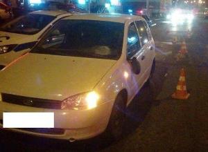 Сбитую водителем «Лады» на «зебре» девушку увезли на «скорой» в больницу в Ставрополе