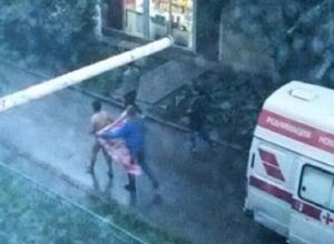 Истекающий кровью голый мужчина убегал по всему двору от фельдшера «скорой помощи» в Пятигорске