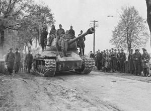 """«Я скомандовал:""""Не стрелять!», и немцы закричали:""""Вива, руссиш бэйер!""""», - драматичная история из жизни советского танкиста"""