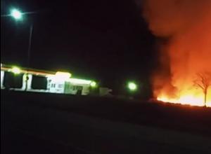 Крупный пожар около заправки в Железноводске попал на видео