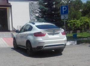 «Не принадлежит ли этот джип без номеров террористам?»,  - житель Ставрополья