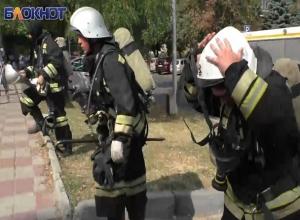 60 сотрудников МЧС с трудом потушили сильный пожар в центре Ставрополя