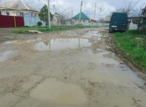 Разрушенные дороги и отсутствие канализации сделали жизнь селян невыносимой на Ставрополье