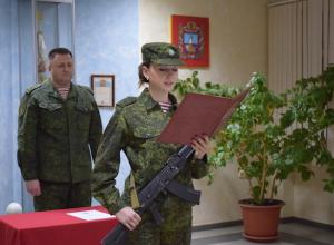 Военную присягу приняли девушки-военнослужащие Росгвардии на Ставрополье