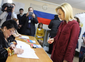 «Я уже проголосовала, а вы?»: вице-спикер Госдумы Ольга Тимофеева прилетела в Ставрополь проголосовать дома