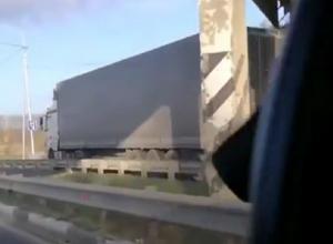 «Будет огромная пробка»: фура и «семерка» попали в ДТП на выезде из Ставрополя