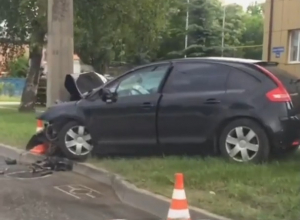 Страшное ДТП в Ставрополе: врезавшегося в столб водителя реанимируют на месте аварии