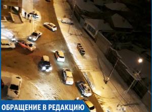 Сильный гололед и отсутствие песка на дорогах в Ставрополе привели к авариям