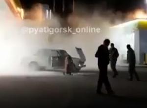 «Шестерка» взорвалась во время заправки газом и попала на видео в Пятигорске