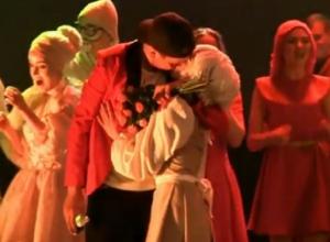 Романтичное предложение руки и сердца на «Студвесне» попало на видео в Ставрополе