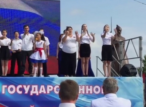 Исполнение гимна России на языке жестов  в Ставрополе попало на видео