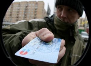 Молодой мужчина снимал детские пособия с карты знакомой на Ставрополье