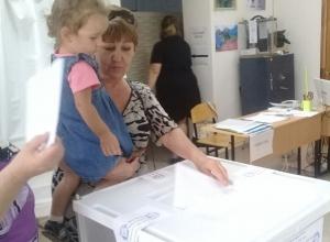 На повышение детских пособий и внимание к молодым семьям надеются голосующие жители КЧР