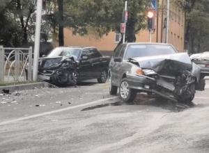 Серьезное ДТП с участием «Приоры» и ВАЗ-2114 произошло в Ставрополе