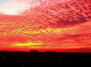 Поразительной красоты вечернее небо над Ставрополем запечатлели на фото горожане