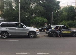Разворотивший «Акценту» багажник BMW X5 даже не помял бампер в курьезном ДТП в Ставрополе