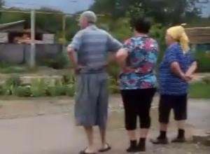 Бурная река на месте канавы подтопила дома и попала на видео в Ставропольском крае
