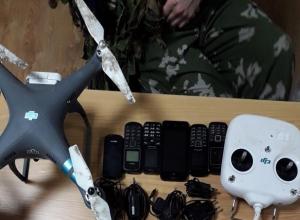 Друг уголовников с помощью квадрокоптера пытался передать сотовые телефоны в колонию  на Ставрополье