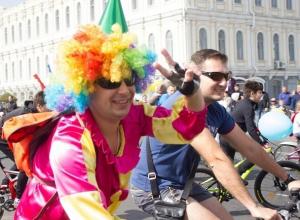 Короли и шуты проехали на велосипедах по центральным улицам Ставрополя