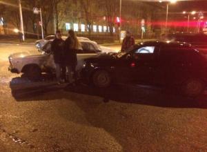 Молодой человек повредил руку при столкновении «Приоры» и «семерки» в центре Ставрополя