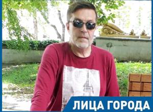 Необычный ставропольский стоматолог лечит музыкой и пишет своим пациентам рассказы