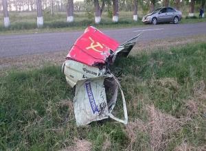 Водитель «запорожца» на полной скорости врезался в дерево и погиб на Ставрополье