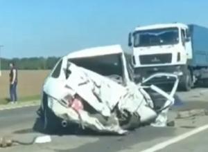 «В ДТП с участием легкового автомобиля и автобуса 2 человека погибло», - очевидцы