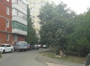 Молодой мужчина выпал с 6 этажа и разбился насмерть в Ставрополе
