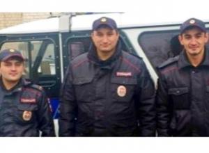 Спасших из огня пенсионера-инвалида полицейских наградили за героизм на Ставрополье