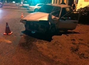 29-летний водитель тонированного авто на полной скорости врезался в дерево на Ставрополье