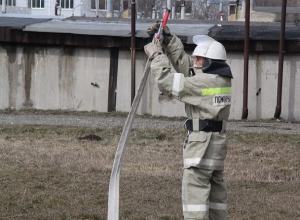 Два брата с сестрой чуть не погибли в ночном пожаре на Ставрополье