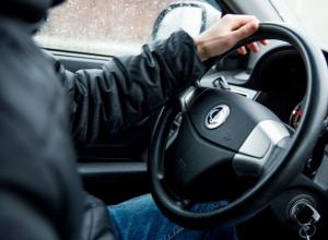 «Веселый угонщик» стащил у приятеля ключи от автомобиля и разбил его в Ставрополе