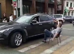 Посиделки с кружкой пива на дороге в Кисловодске завершились для мужчины визитом в полицию
