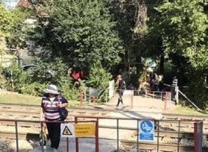 На опасный переход с наркоманами и бомжами через железнодорожные пути пожаловались жители Пятигорска