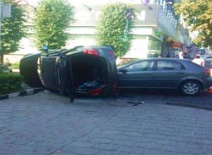 Серьезное ДТП с перевернувшимся кроссовером в центре Ставрополя попало на видео