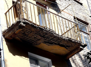 По факту обрушения балкона в Кисловодске следственные органы начали проверку