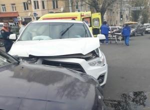 Белый внедорожник протаранил «четырнадцатую» возле цирка в Ставрополе