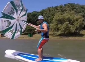 Смелый сёрфингист эффектно «оседлал» ставропольские ветра на Комсаке